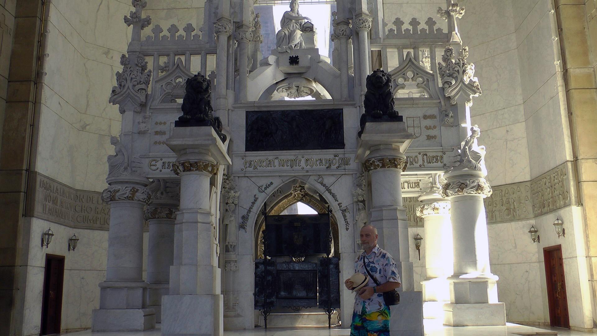 Мавзолей с останками Колумба в ларце