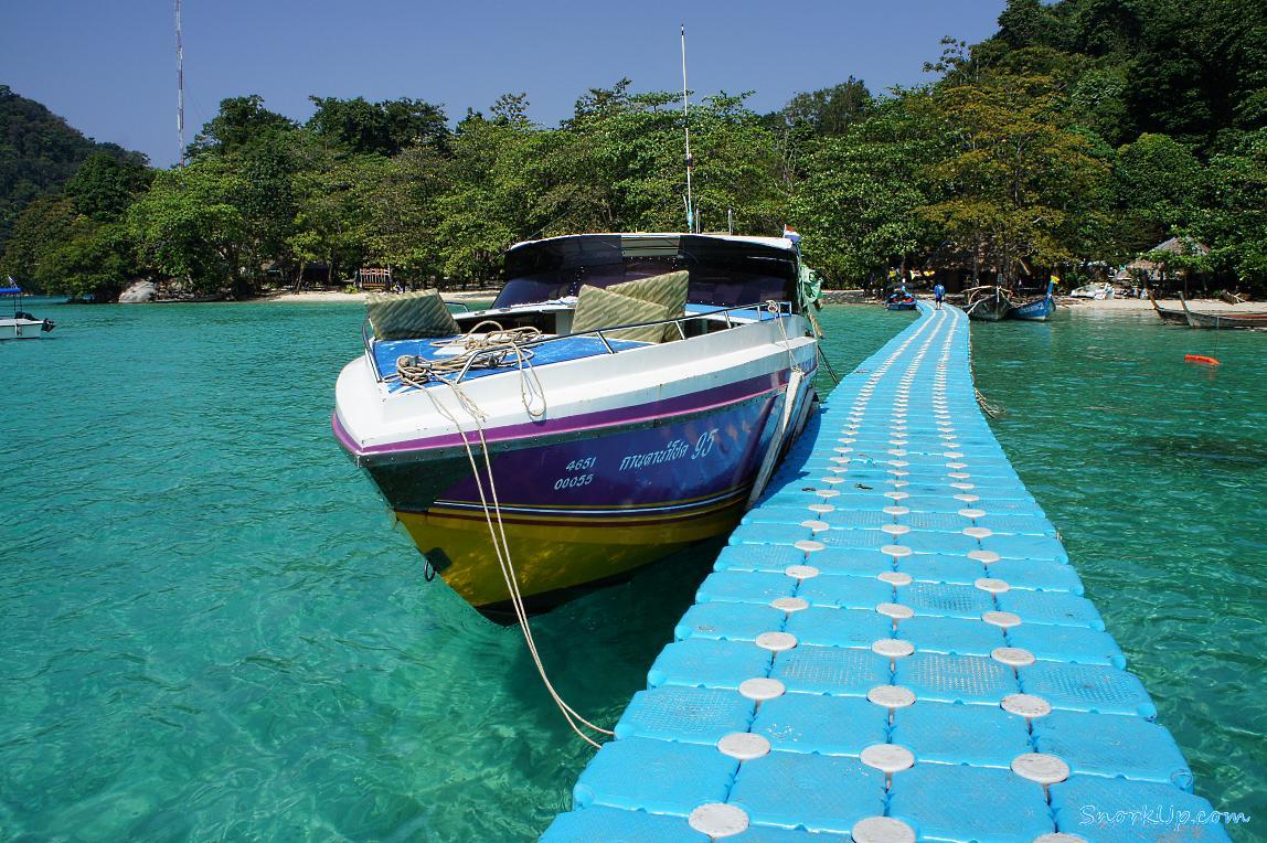 Пирс в бухте Ao Chong Khad остров Ko Surin Nua